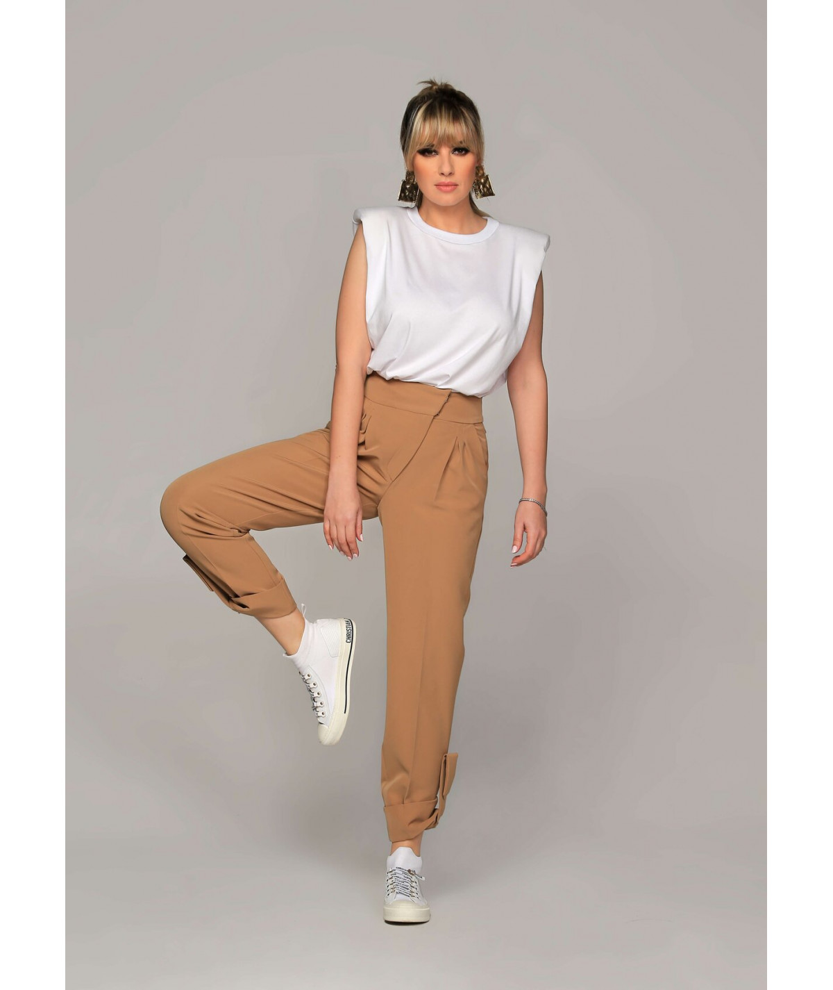 Women's trousers with front...